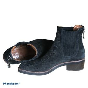 COACH Bowery Chelsea boot with cut out tea roses